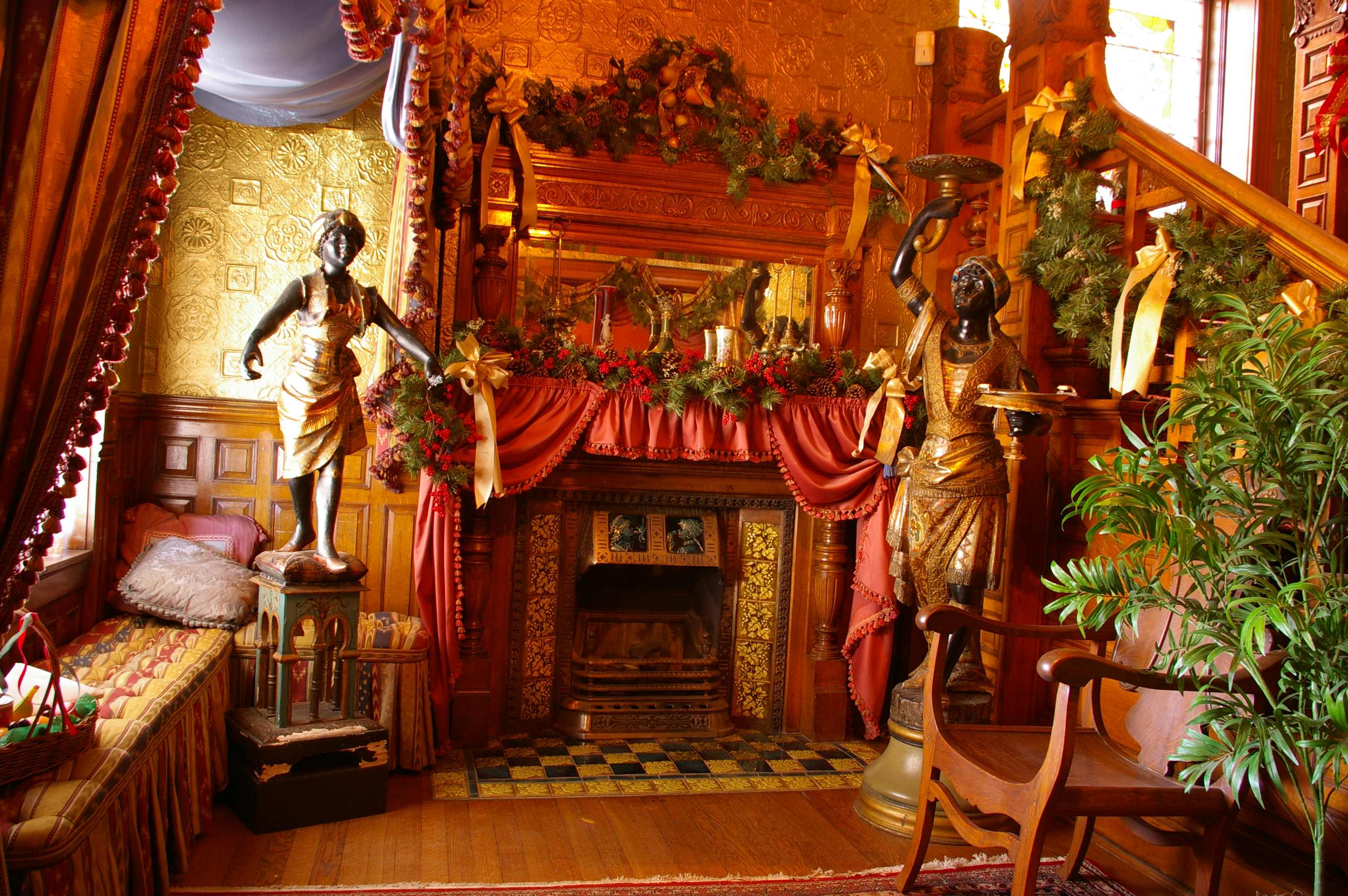 Decorating Historic Homes Entryway Decorated For Christmas Molly Brown House Museum