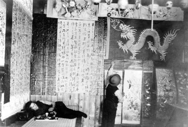 Hop Alley Decorating for Chinese New Year c1910, courtesy of DPL