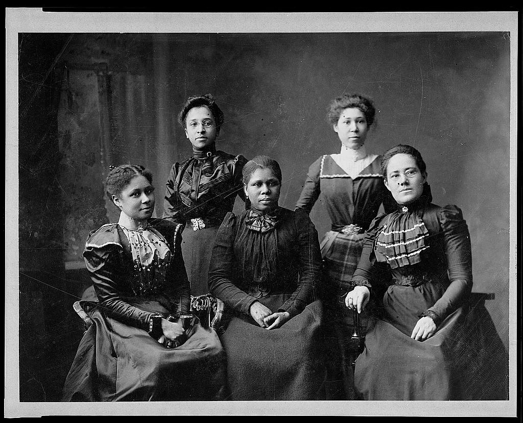 5 female Negro officers of Women's League, Newport, R.I.